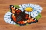 Vlinder op margrieten