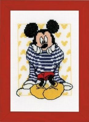 Mickey kleedt zich aan